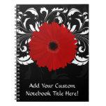 Margarita roja brillante del Gerbera en negro Libretas Espirales
