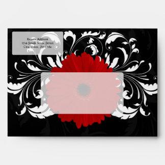 Margarita roja brillante del Gerbera en negro Sobres