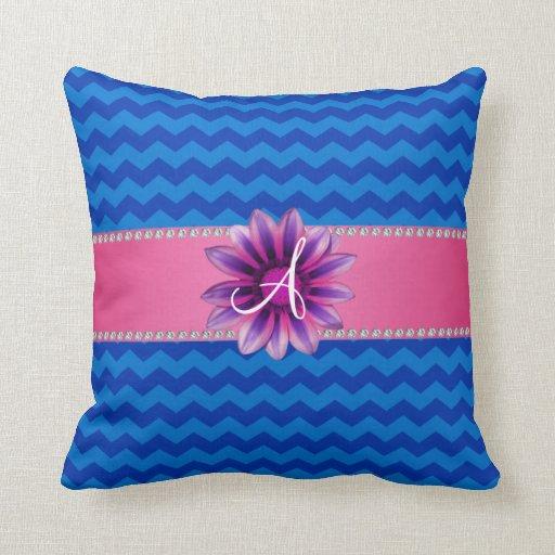 Margarita rosada de los galones azules del monogra cojín