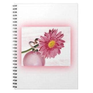 Margarita rosada del Gerbera Libro De Apuntes Con Espiral