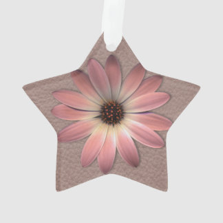 Margarita rosada en la impresión de cuero de color