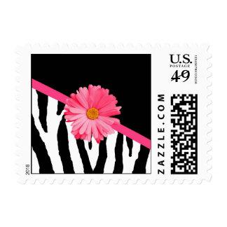 Margarita rosada femenina del modelo de moda de la sello