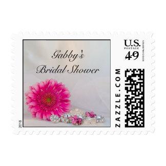 Margarita rosada y ducha nupcial de los botones sellos postales
