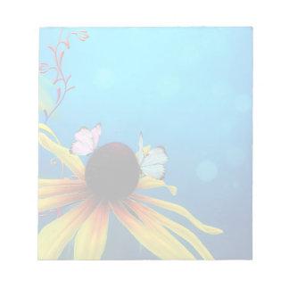 Margarita y libreta amarillas de las mariposas bloc de papel