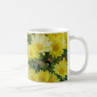 Margaritas amarillas taza clásica