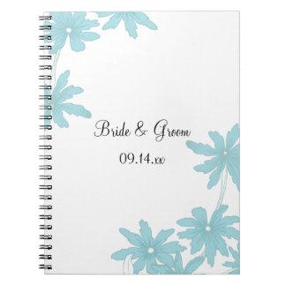 Margaritas azules claras que casan el cuaderno esp