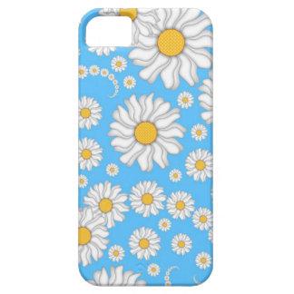 Margaritas blancas en fondo azul brillante iPhone 5 carcasa