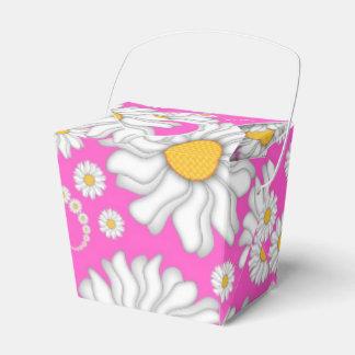 Margaritas blancas en la caja del favor de las caja para regalo de boda