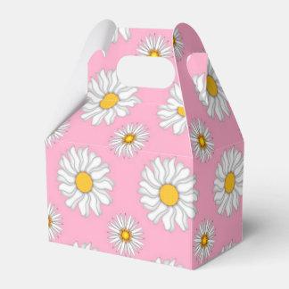 Margaritas blancas en la caja del favor de las cajas para regalos