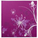 Margaritas blancas en púrpura servilleta de papel