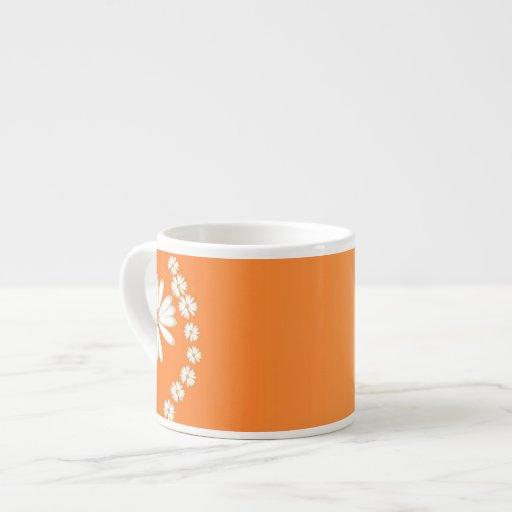 Margaritas en la taza anaranjada del café express tazas espresso