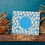 Margaritas ingenuas en azul placas para mostrar