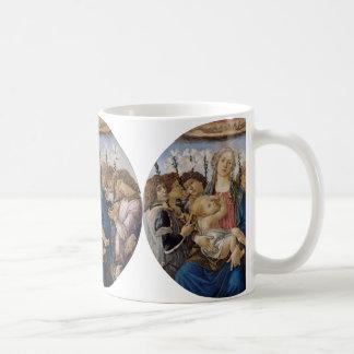Maria con el niño y ángeles del canto por taza básica blanca