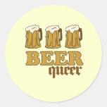 Maricón de tres cervezas pegatinas redondas