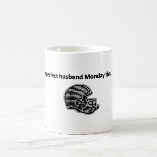 Marido del fútbol taza básica blanca