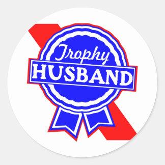 Marido del trofeo pegatina redonda