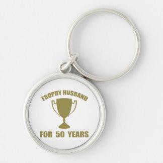 Marido del trofeo por 50 años llavero redondo plateado