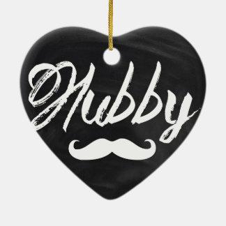 marido moderno del bigote del novio del recién adorno de cerámica en forma de corazón
