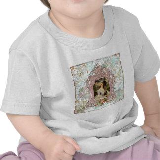Marie Antonieta en marco rosado Camisetas