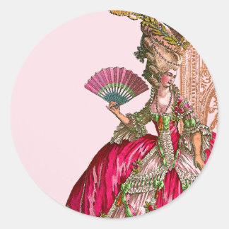 Marie Antonieta en rosas fuertes Pegatina Redonda