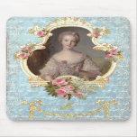 Marie joven Antonieta con los rosas rosados Alfombrilla De Raton