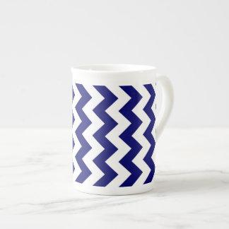 Marina de guerra y zigzag blanco taza de porcelana