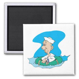 marinero divertido que flota en balsa imán cuadrado