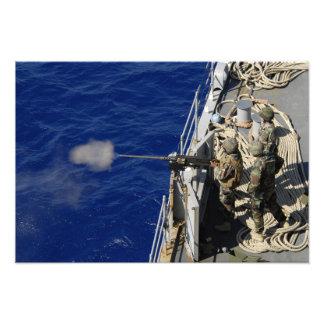 Marineros a bordo de USS Fort McHenry Impresión Fotográfica