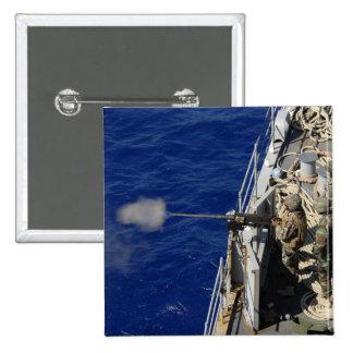 Marineros a bordo de USS Fort McHenry Pin Cuadrado