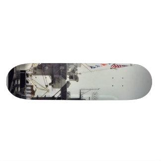 Marineros de la marina de guerra de las naves de l skateboard