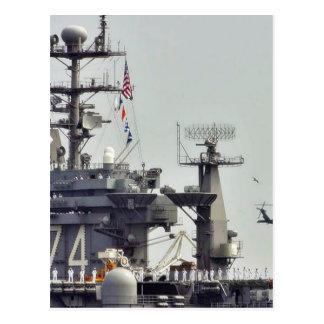 Marineros de la marina de guerra de las naves de l postal
