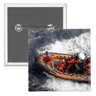 Marineros que conducen el entrenamiento del bote pin cuadrada 5 cm