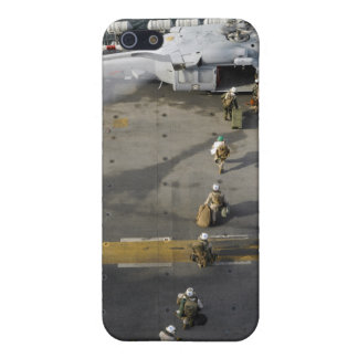 Marines prepare to board an MH-60S iPhone SE/5/5s Cover