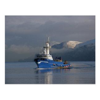 Marino ártico, barco del cangrejo en el puerto tarjeta postal