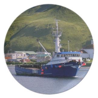 Marino nórdico, barco de pesca del cangrejo en pue plato