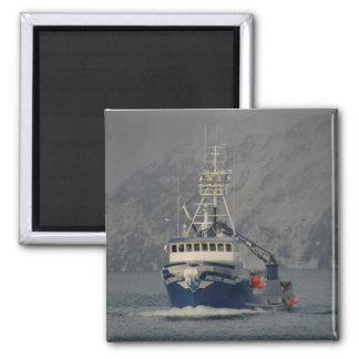 Marino pacífico, barco del cangrejo en el puerto h iman de nevera