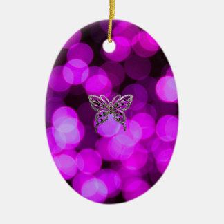 mariposa a solas - fondo ligero violeta adorno ovalado de cerámica