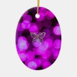 mariposa a solas - fondo ligero violeta ornato