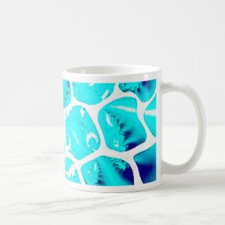 Mariposa abstracta del azul de océano tazas