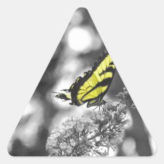Mariposa amarilla pegatina triangular