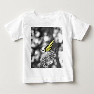 Mariposa amarilla tee shirt