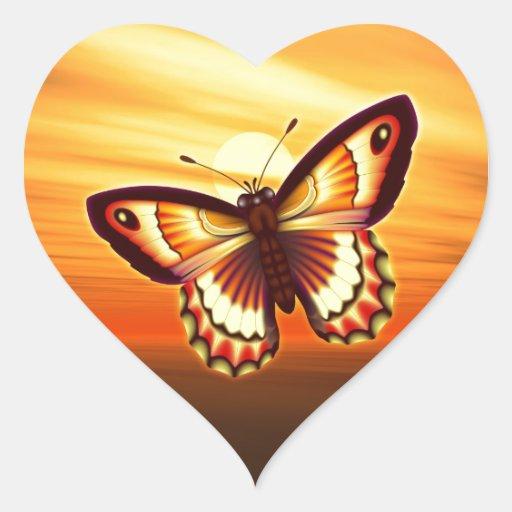 Mariposa anaranjada pegatina de corazon