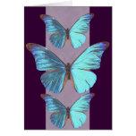 Mariposa azul iridiscente bonita tarjeton