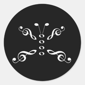 Mariposa blanca de los símbolos de música pegatina redonda