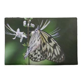 Mariposa blanca y negra de Polinating