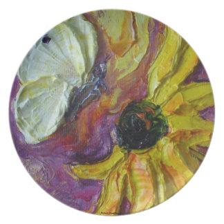 Mariposa blanca y placa amarilla de la flor plato para fiesta