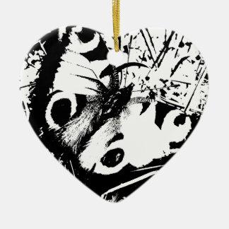 Mariposa blanco y negro adorno de cerámica en forma de corazón