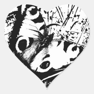 Mariposa blanco y negro pegatina en forma de corazón