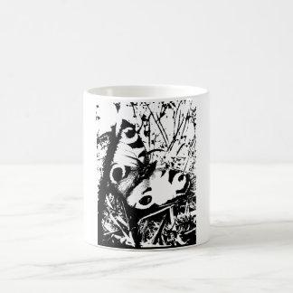 Mariposa blanco y negro taza básica blanca