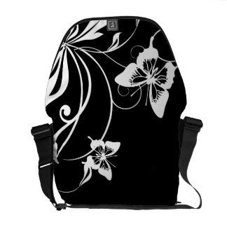 Mariposa caprichosa blanco y negro bolsas de mensajería